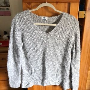 Grey/White knitted v-neck sweater